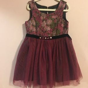 Detailed dress with tulle.
